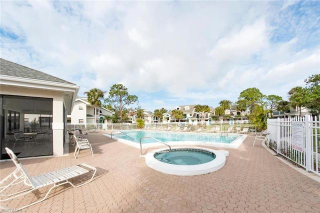 81 Emerald Woods Drive, Unit M3 Naples, FL 34108