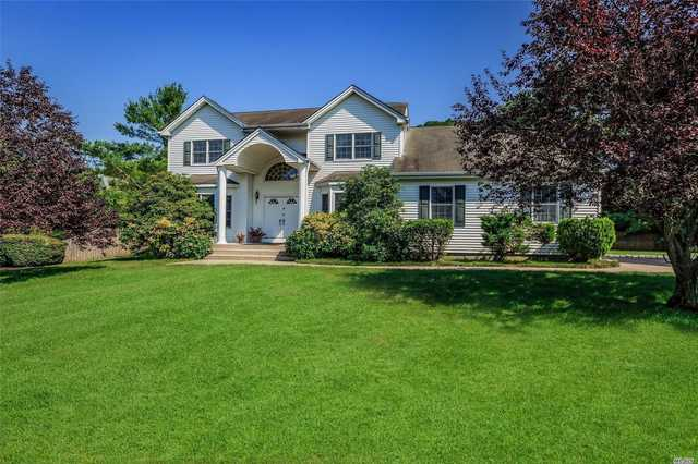 14 Williams Court St. James, NY 11780