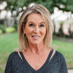 Janelle Rawlston,                       Agent in Dallas-Fort Worth - Compass