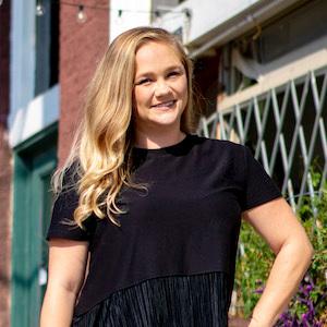 Chelsea Jones,                       Agent in Dallas-Fort Worth - Compass