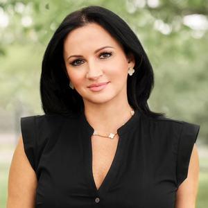 Headshot of Stella Raytsin