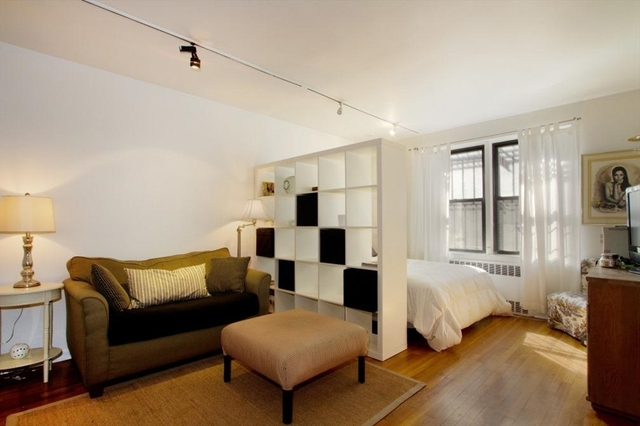 54 East 8th Street, Unit 1G Image #1