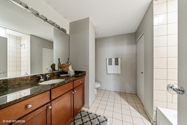 1070 West 15th Street, Unit 302 Chicago, IL 60608