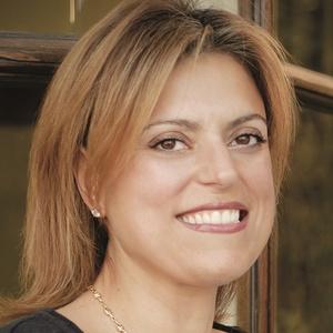 Lara Arslanian,                     Agent in Los Angeles - Compass
