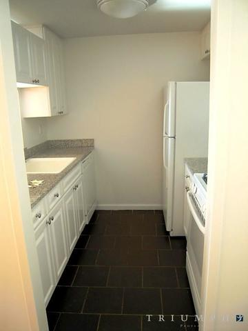350 West 43rd Street, Unit 22D Image #1