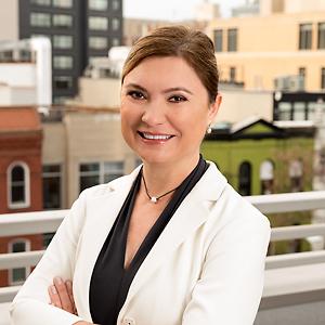 Agata Siegenthaler,                       Agent in DC - Compass