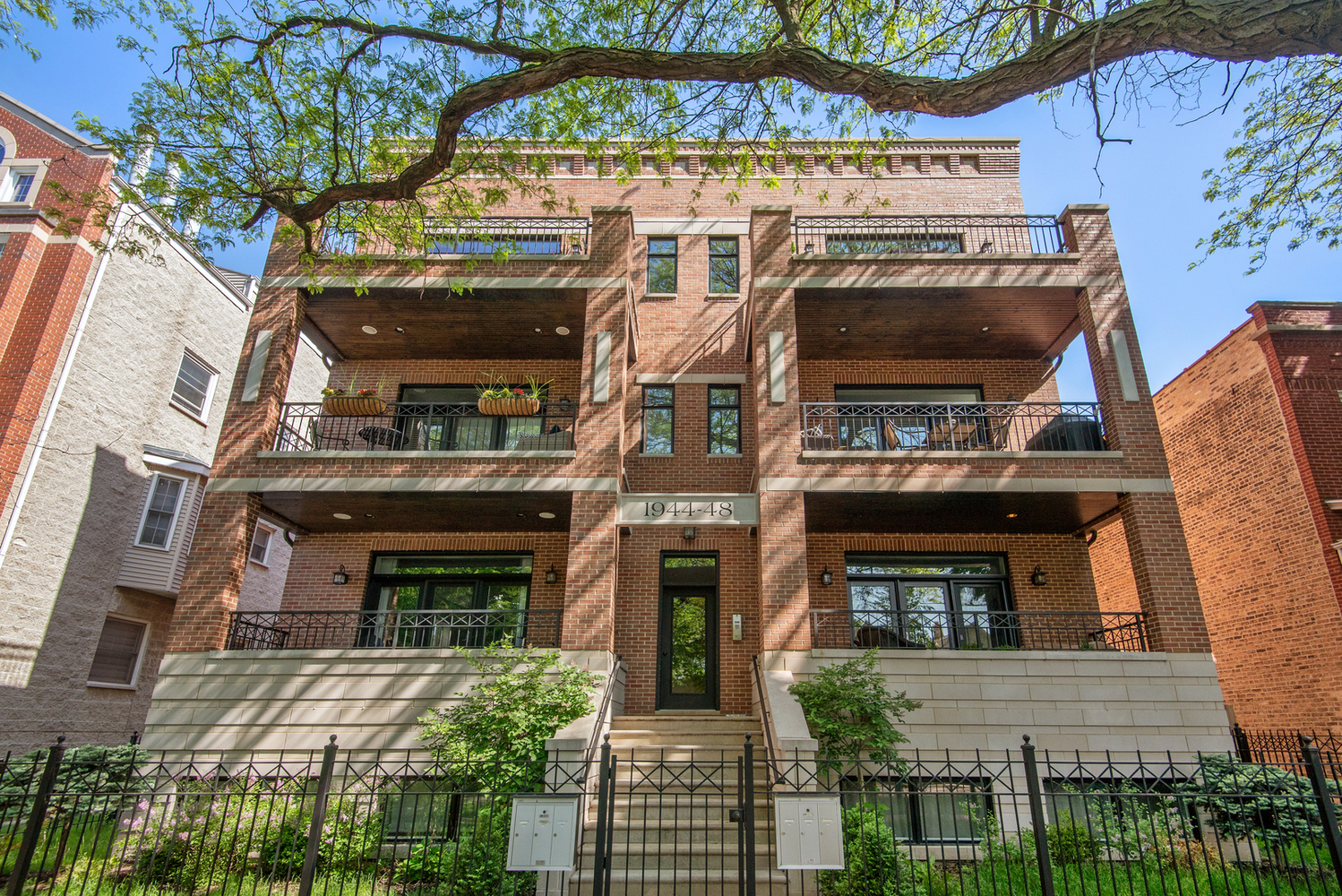 1944 West Fletcher Street, Unit 2E Chicago, IL 60657
