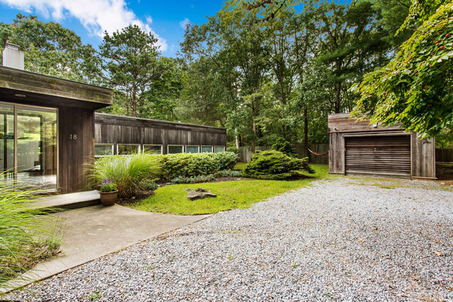18 Bay Avenue West Hampton Bays, NY 11946