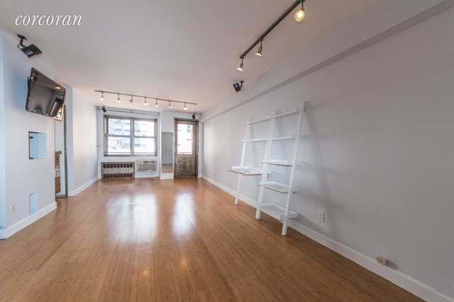 170 West 23rd Street, Unit 4J Image #1