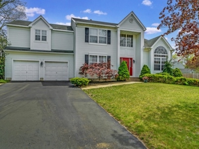 278 Ashewood Court Toms River, NJ 08755