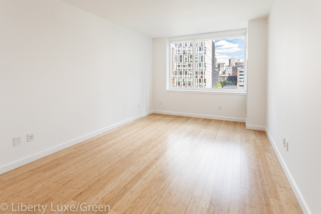 300 North End Avenue, Unit 19D Image #1