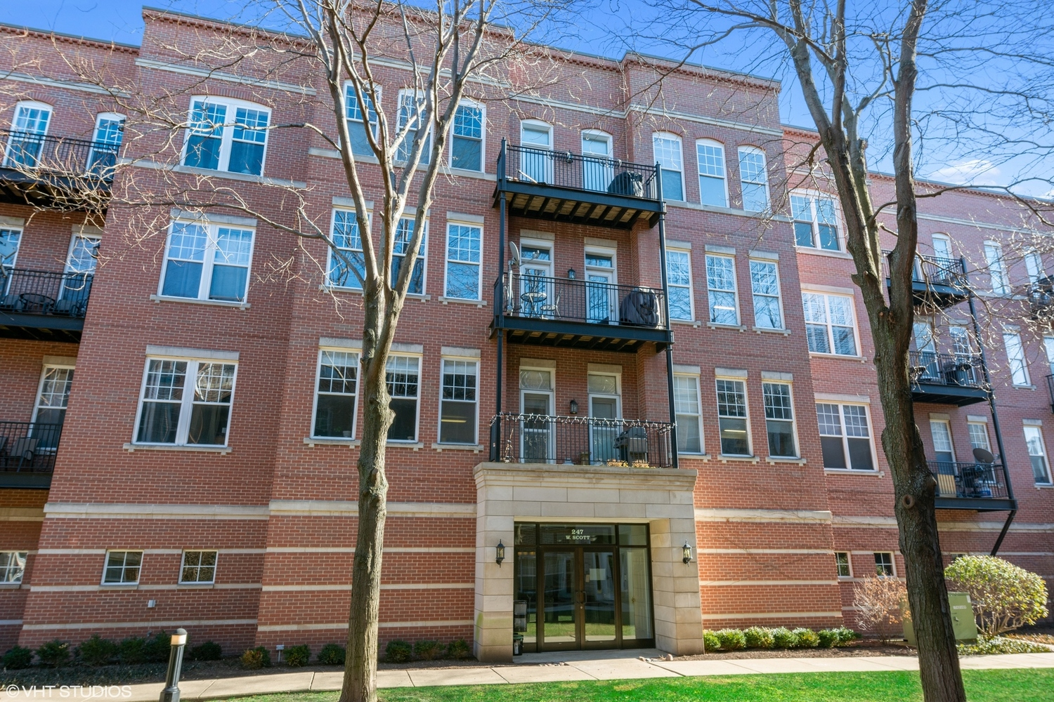 247 West Scott Street, Unit 308 Chicago, IL 60610