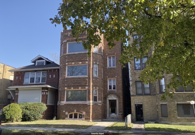 8029 South St Lawrence Avenue Chicago, IL 60619