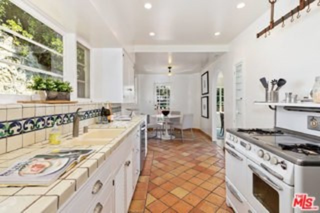2620 Rutherford Drive Los Angeles, CA 90068