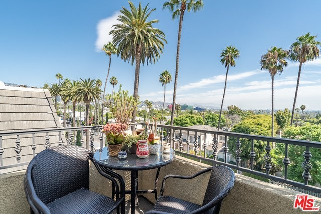 433 North Doheny Drive, Unit 301 Beverly Hills, CA 90210