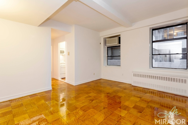 132 East 45th Street, Unit 4H Image #1