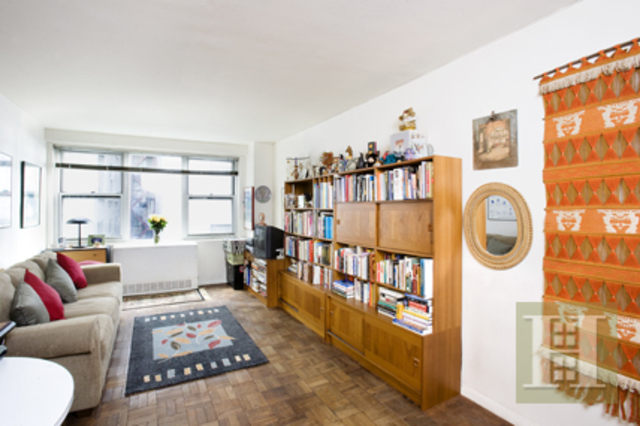 301 East 22nd Street, Unit 3S Image #1