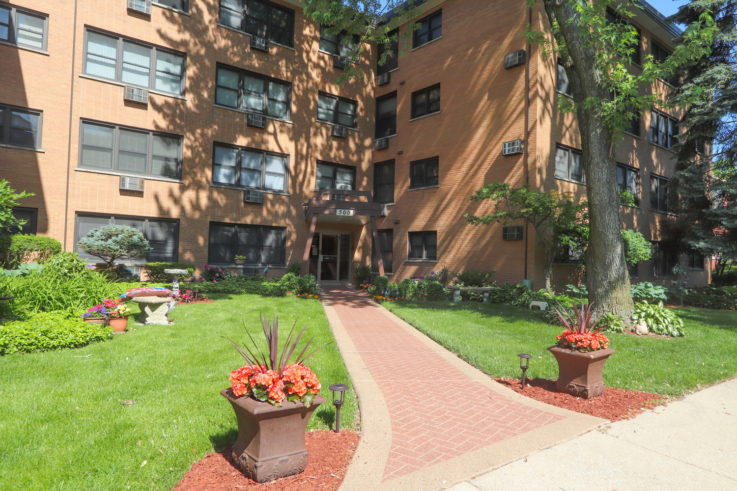 500 Washington Boulevard, Unit 102 Oak Park, IL 60302