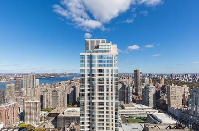 160 West 62nd Street, Unit 52C Image #1