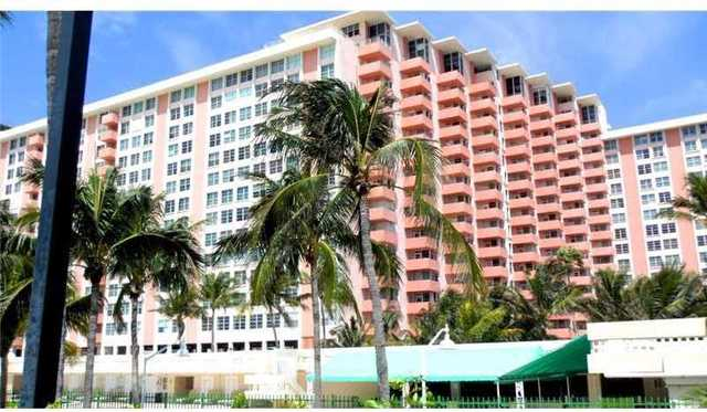 2899 Collins Avenue, Unit 834 Image #1