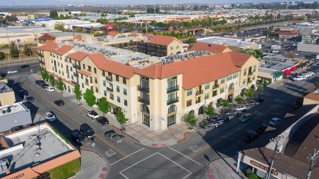 1001 Laurel Street, Unit 104 San Carlos, CA 94070