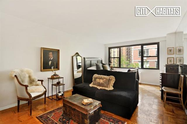 165 West 66th Street, Unit 6T Image #1