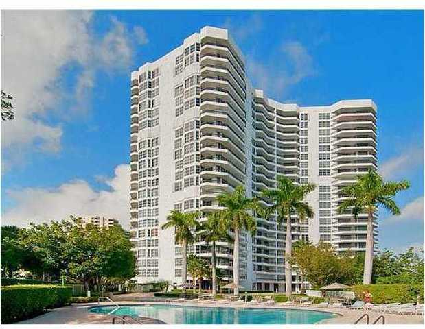 3600 Mystic Pointe Drive, Unit 301 Image #1