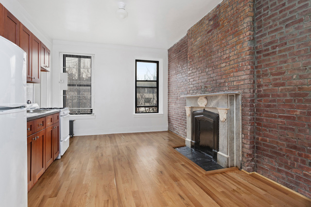 300 West 10th Street, Unit 5B Image #1