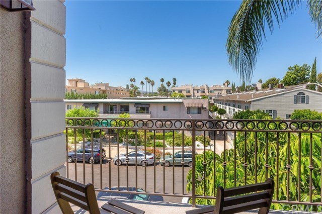 4536 Colbath Avenue, Unit 206 Sherman Oaks, CA 91423