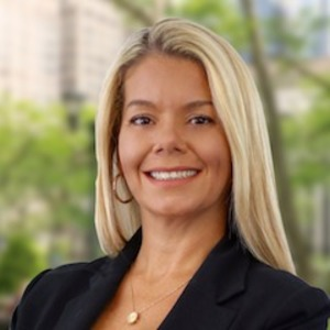 Juliana Loureiro, Agent in NYC - Compass