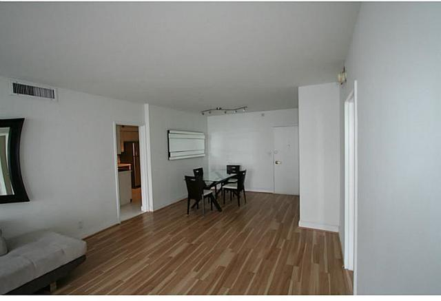 5700 Collins Avenue, Unit 11C Image #1