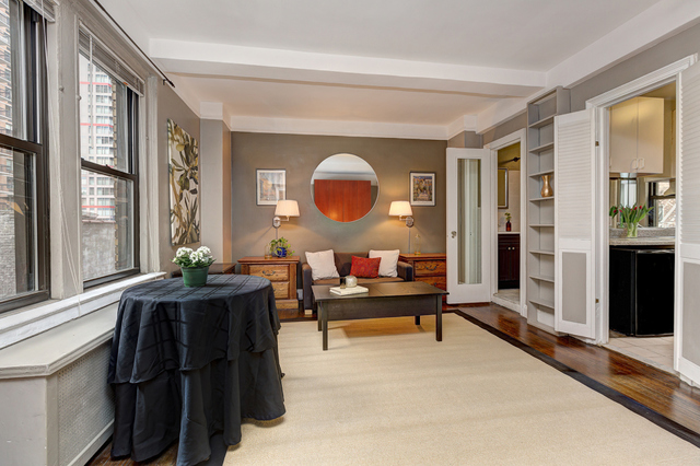 321 East 54th Street, Unit 8H Image #1