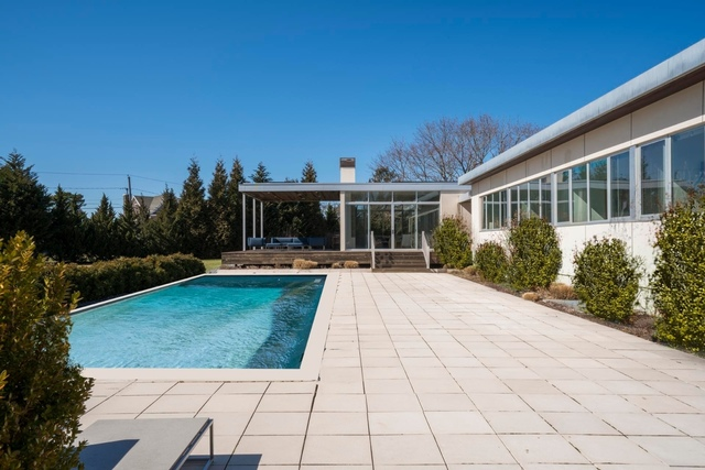57 Country Club Drive Southampton, NY 11968