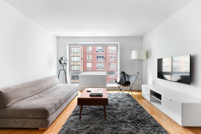 555 West 23rd Street, Unit N-7P Image #1