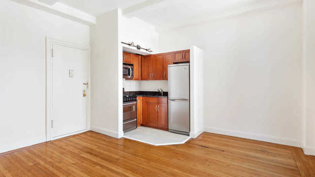 228 West 71st Street, Unit 8L Image #1