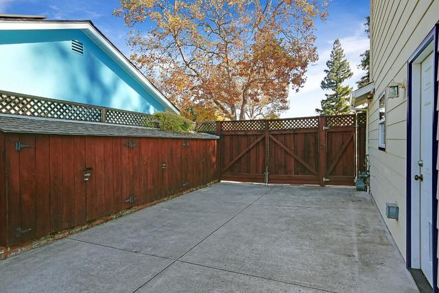 1418 Alameda De Las Pulgas Redwood City, CA 94061
