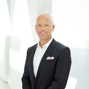 Brandon Goethals,                       Agent in Los Angeles - Compass
