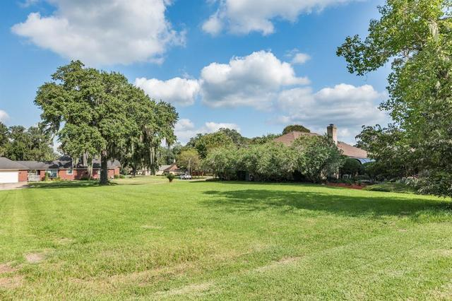 2220 Sunset Oaks Drive West Columbia, TX 77486