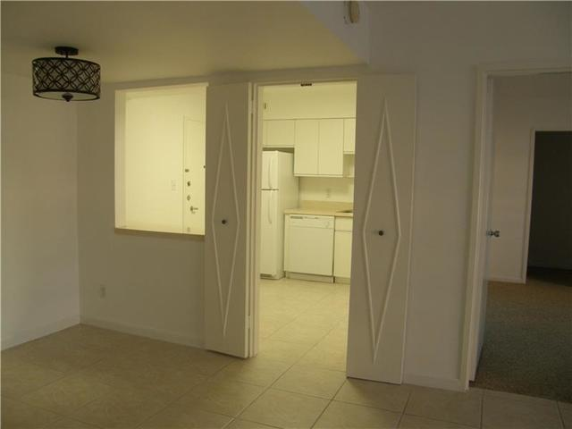 5161 Collins Avenue, Unit 410 Image #1