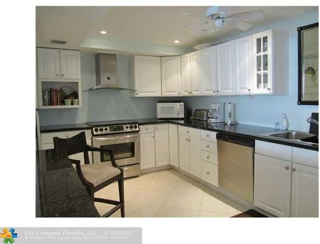 3800 Oaks Clubhouse Drive, Unit 306 Image #1