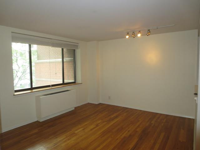 445 West 19th Street, Unit 2C Image #1