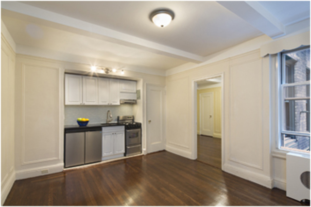 325 West 45th Street, Unit 210 Image #1