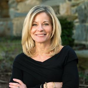 Headshot of Anne Erickson