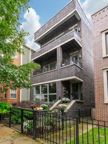 2712 North Artesian Avenue, Unit 3 Chicago, IL 60647