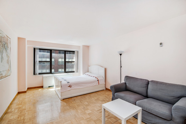 220 East 57th Street, Unit 10A Image #1