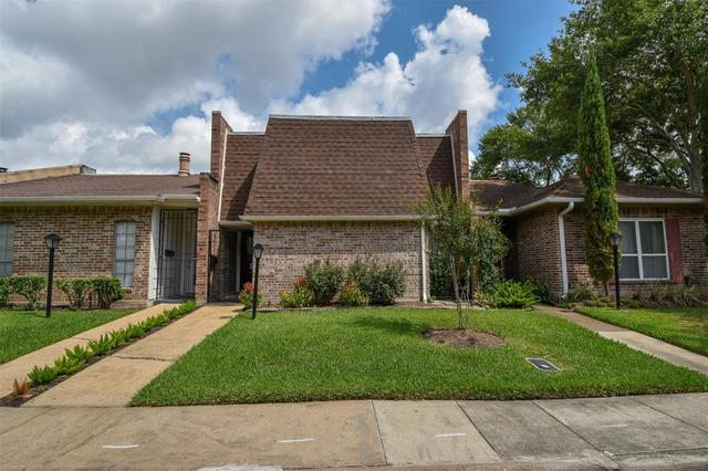 4426 Basswood Lane Bellaire, TX 77401