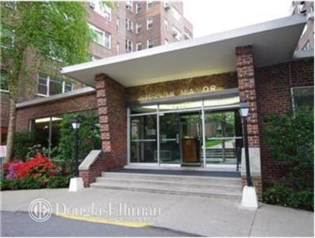3850 Hudson Manor Terrace, Unit EE Image #1