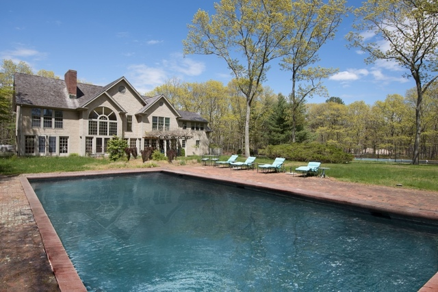 144 Hands Creek Road East Hampton, NY 11937