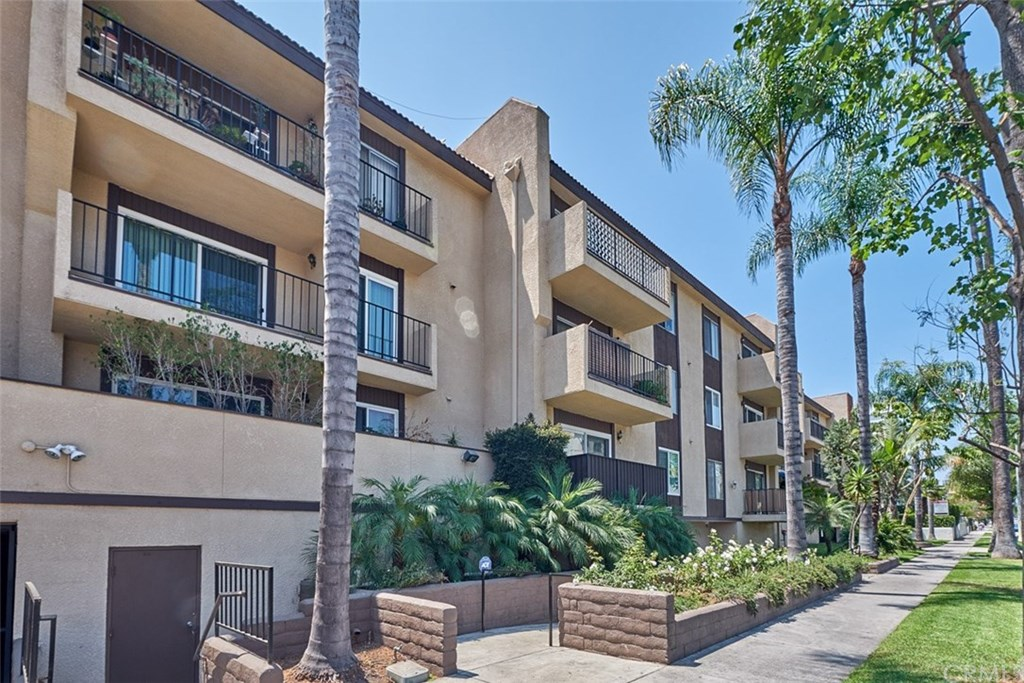 Find Homes for Sale in Westminster Square, Los Angeles