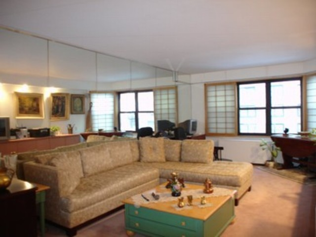 220 East 57th Street, Unit 3H Image #1